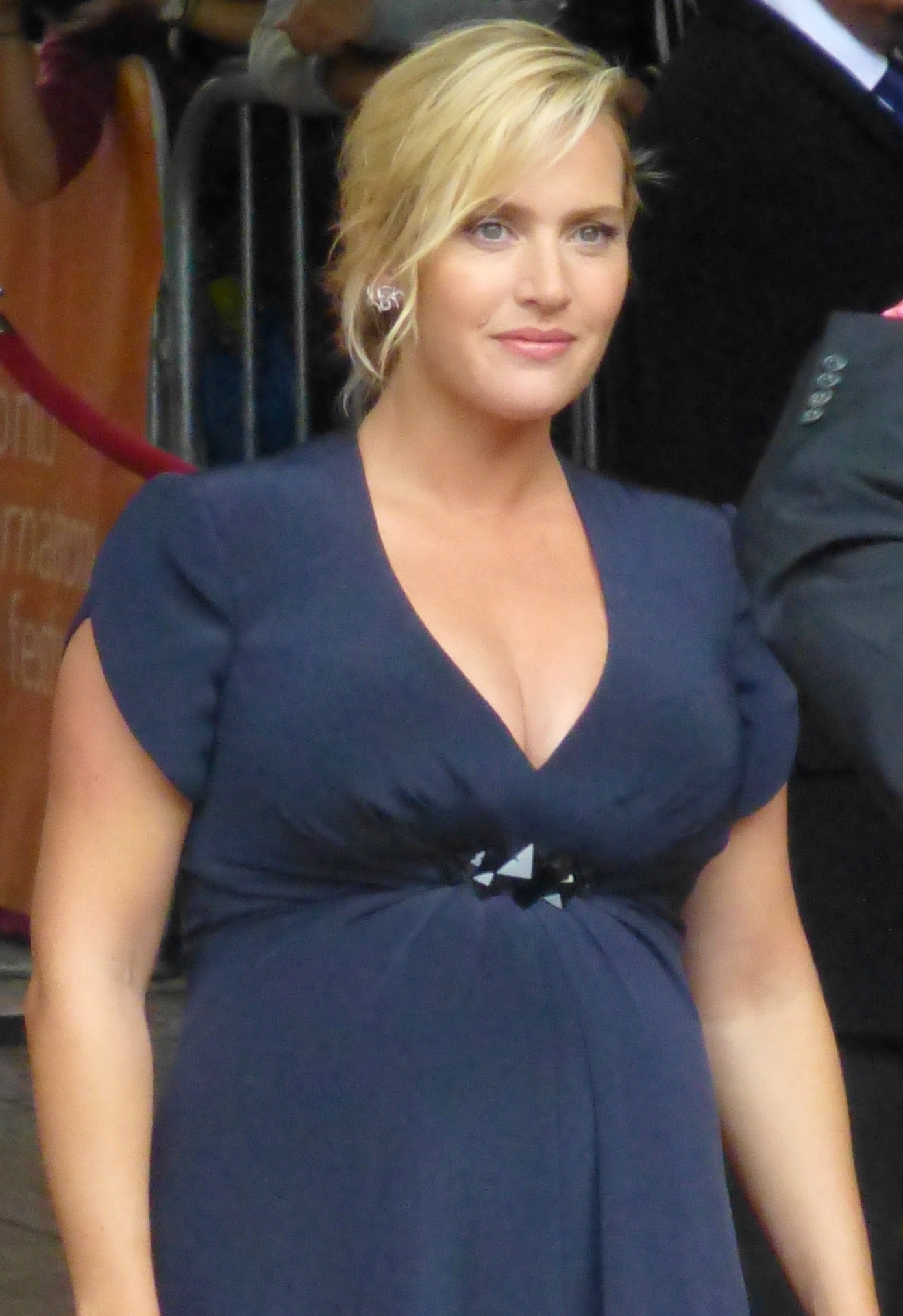 a pregnant kate winslet poses for the camera