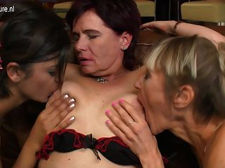 amateur lesbian threesome with granny mom and girl tmb