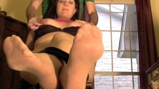 annabelle flowers ticklish nylon feet 1