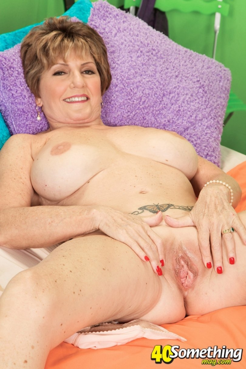 bea cummins is back with more free mature pics