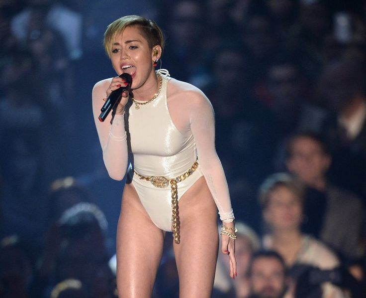 Miley cyrus gives blowjob on stage variants