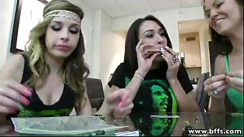 bffs teen junkies on a threesome sex party 7