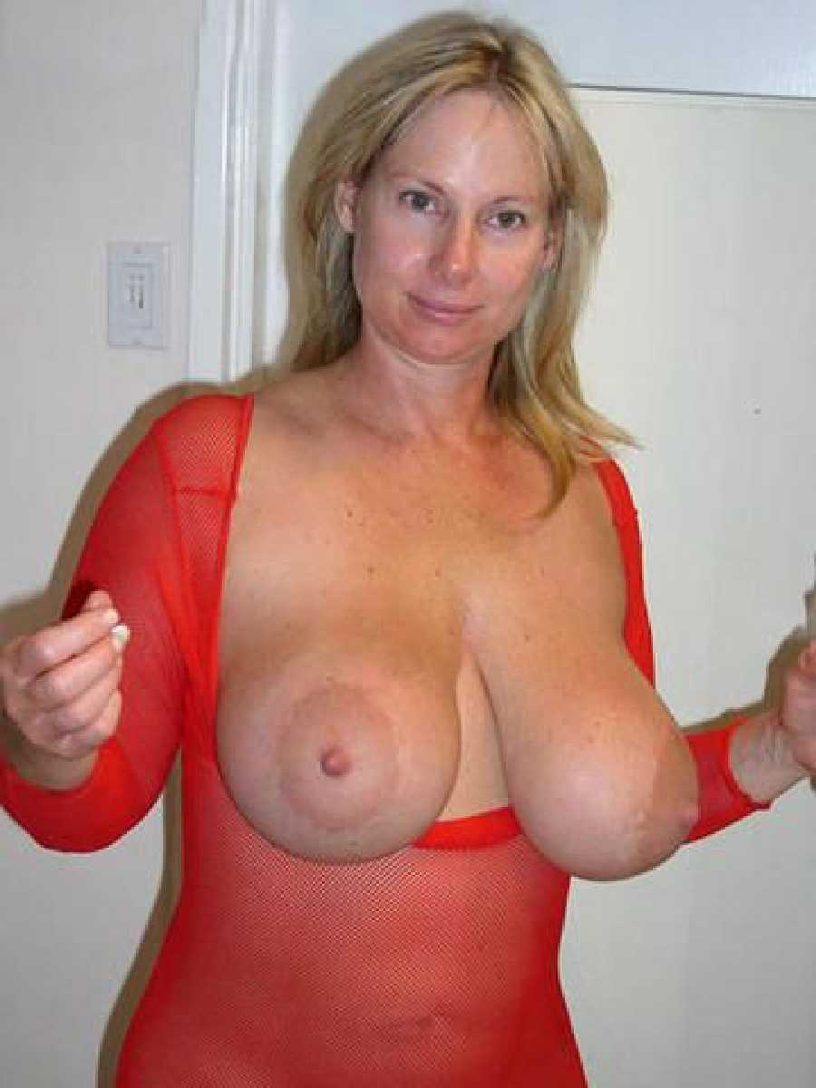 moms tits and Biggest busty