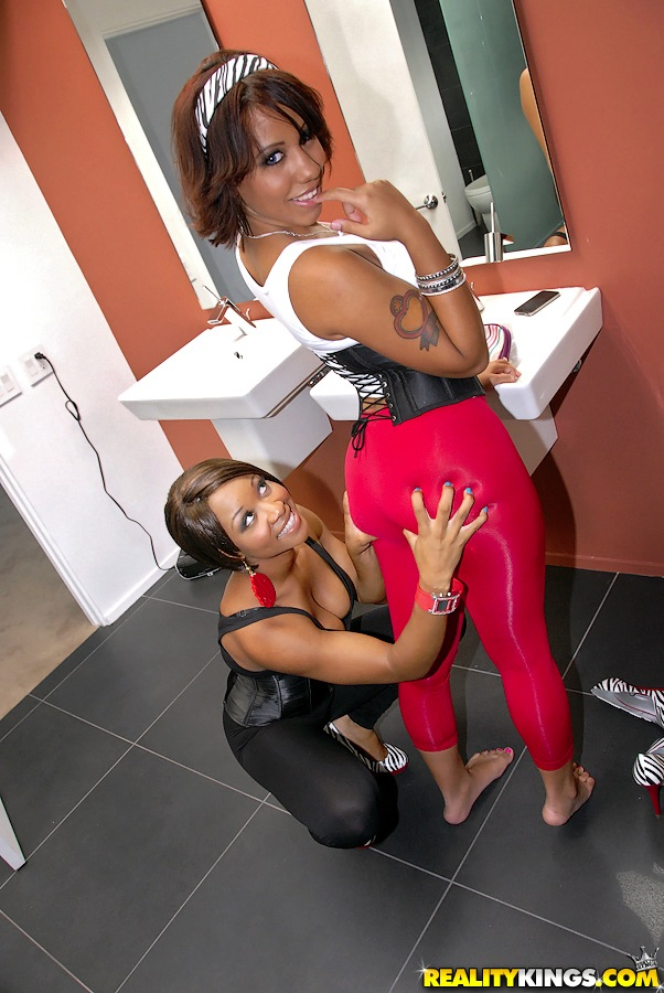 ebony lesbian threesome huge ass 1