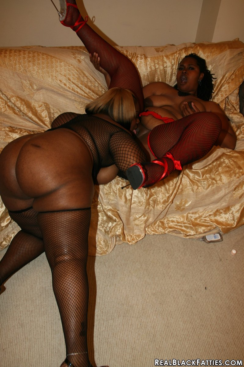 ebony shadow cat cherry bomb and shadow cat get a face full golden bbw