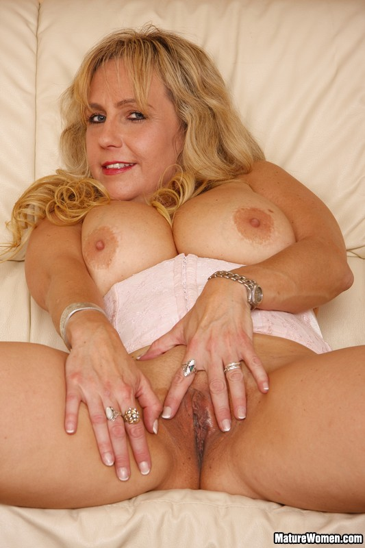 fat blonde cougar nude sexy for earthychubby blonde milf ...