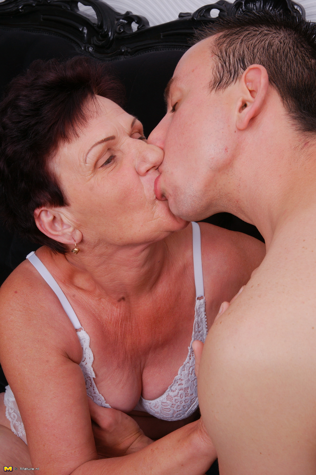 lustful woman kissing xxx