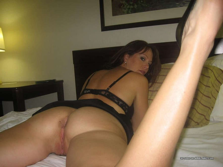 Amateur milf hotel room sex