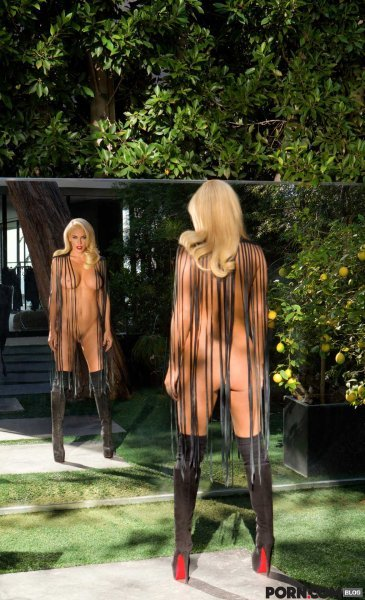 jenny mccarthy is back and nude 2