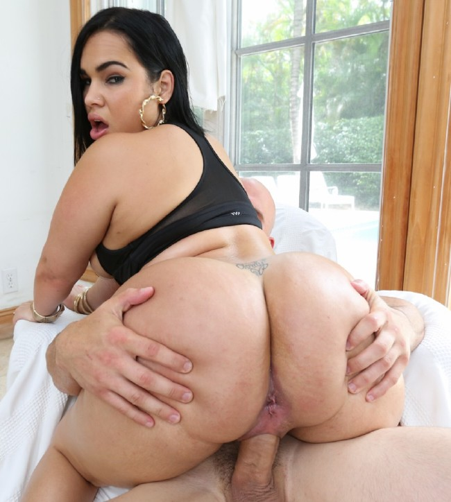 Big Ass Latina Riding Car
