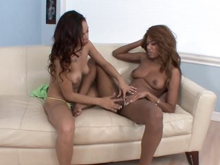 lola milano making lesbo love with florence dolce