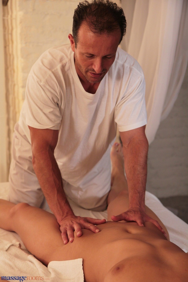 George Uhl Massage Room Blonde