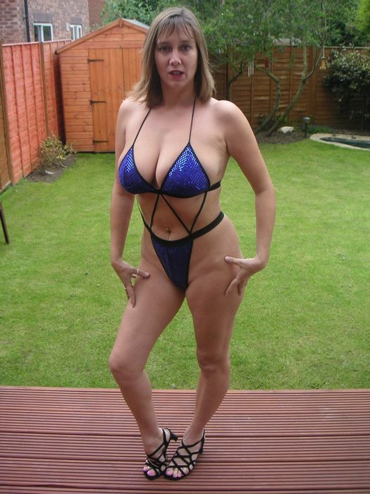 Mature huge tits bathing suit