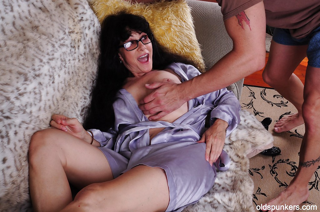 Big Natural Boobs Mom - mature mom tammy has her big natural tits teased in close ...
