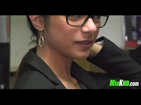 mia khalifa plays in the library 4