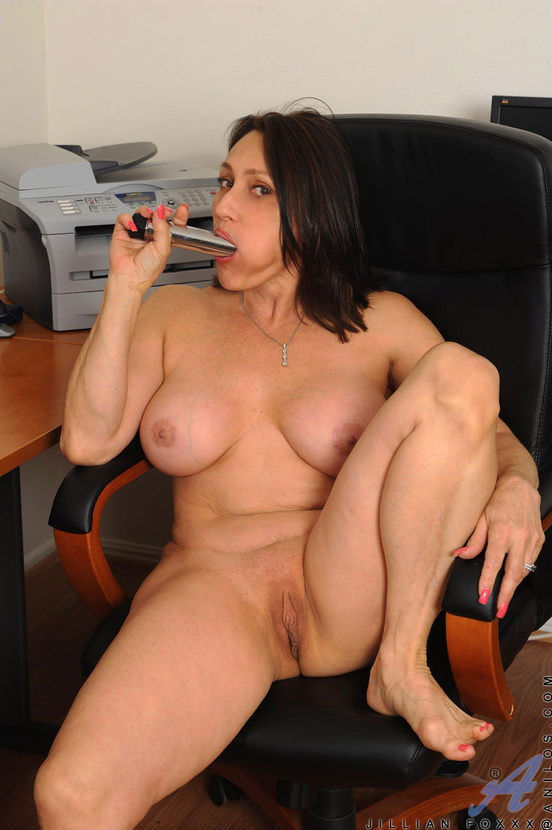 Nude mature lady picture