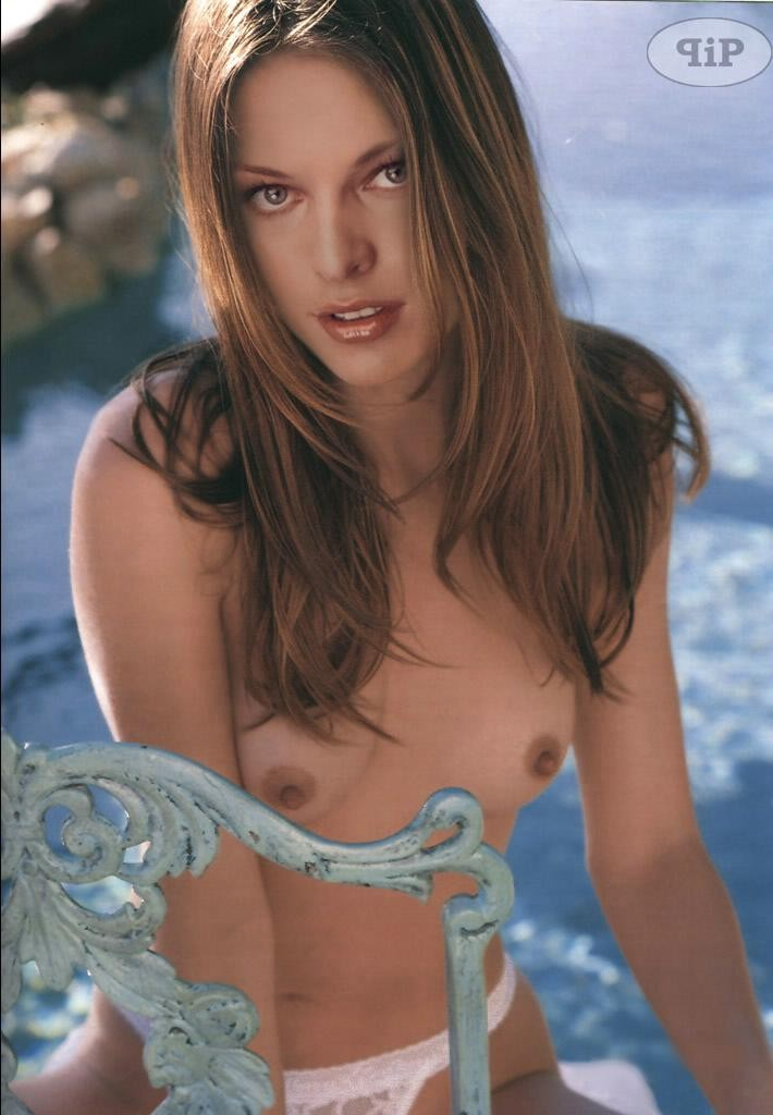 milla jovovich shows her hot naked body in the pics pichunter