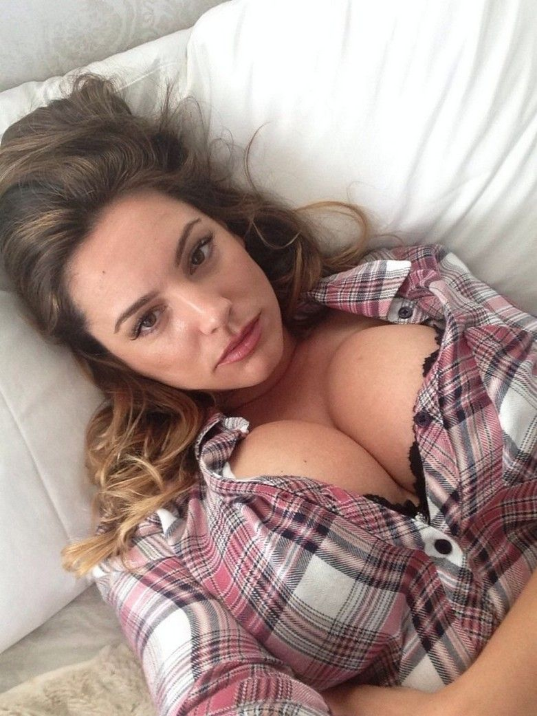 more photos of kelly brook the fappening