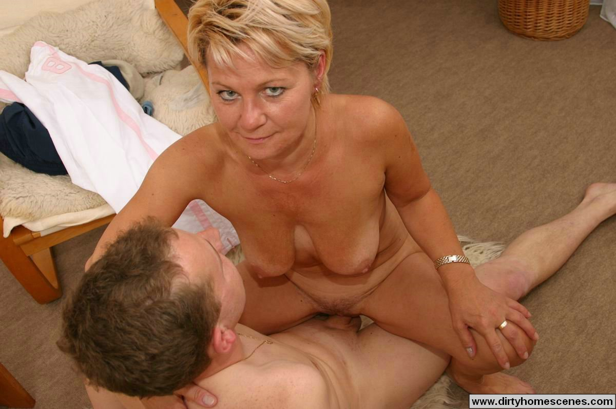 Boyfriend Fucks Hot Mom