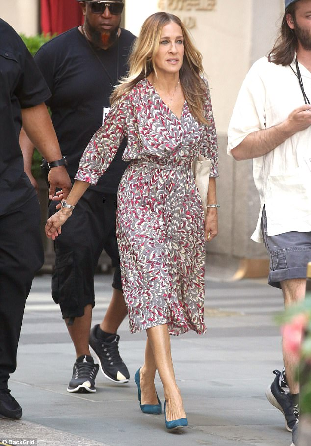 nice frock sarah jessica parker donned a pretty dress as she was seen
