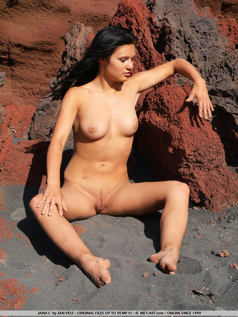 Nude African woman