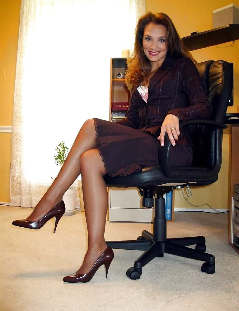 real matures in stockings pantyhose porn pics legs