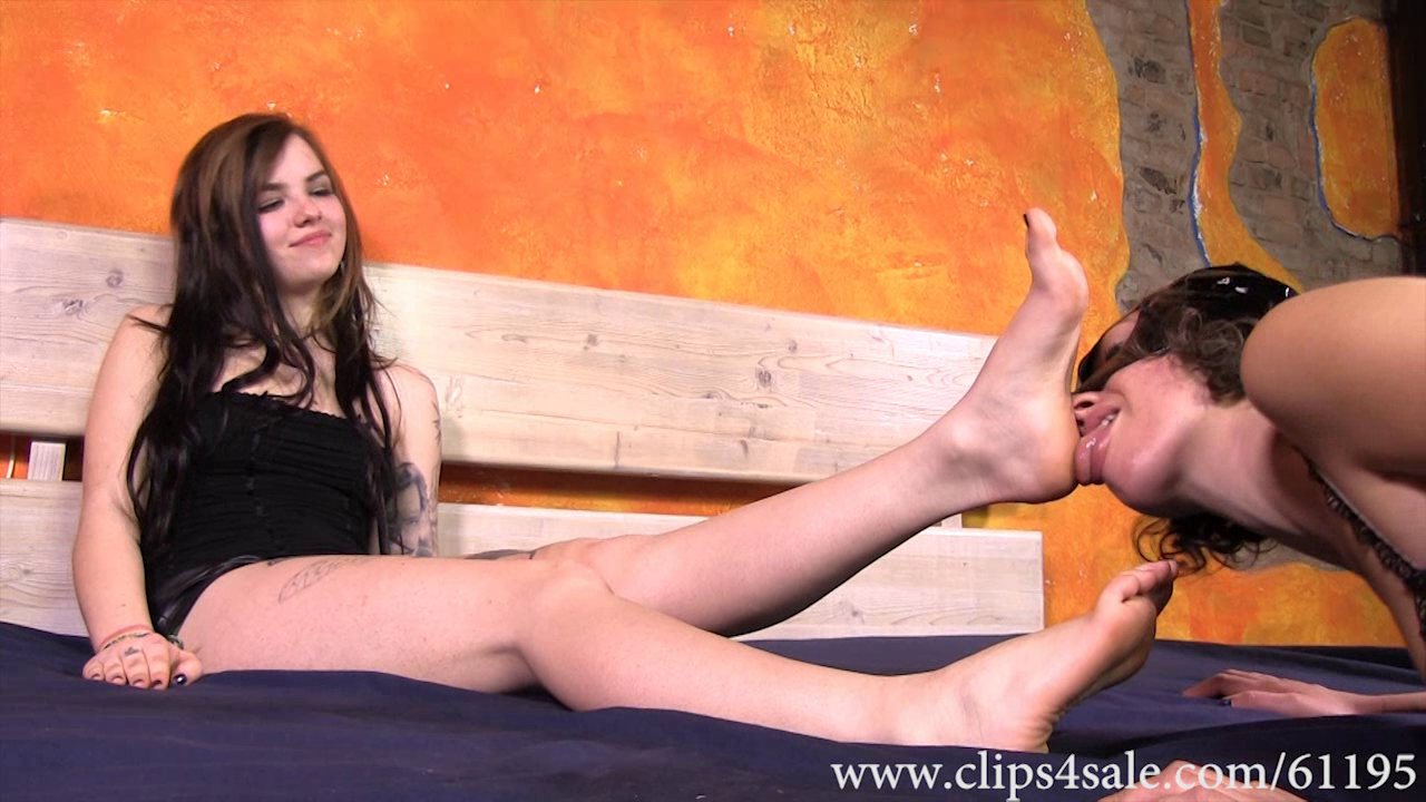 scarlett alexia its your time to smell stinky feet