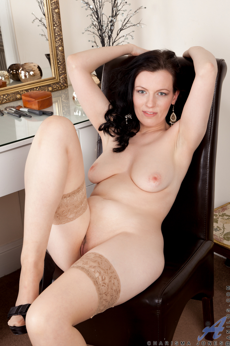 Amateur Porn Housewife seductive amateur housewife spreads her sweet pink pussy 3