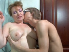 Older mom boy sex video