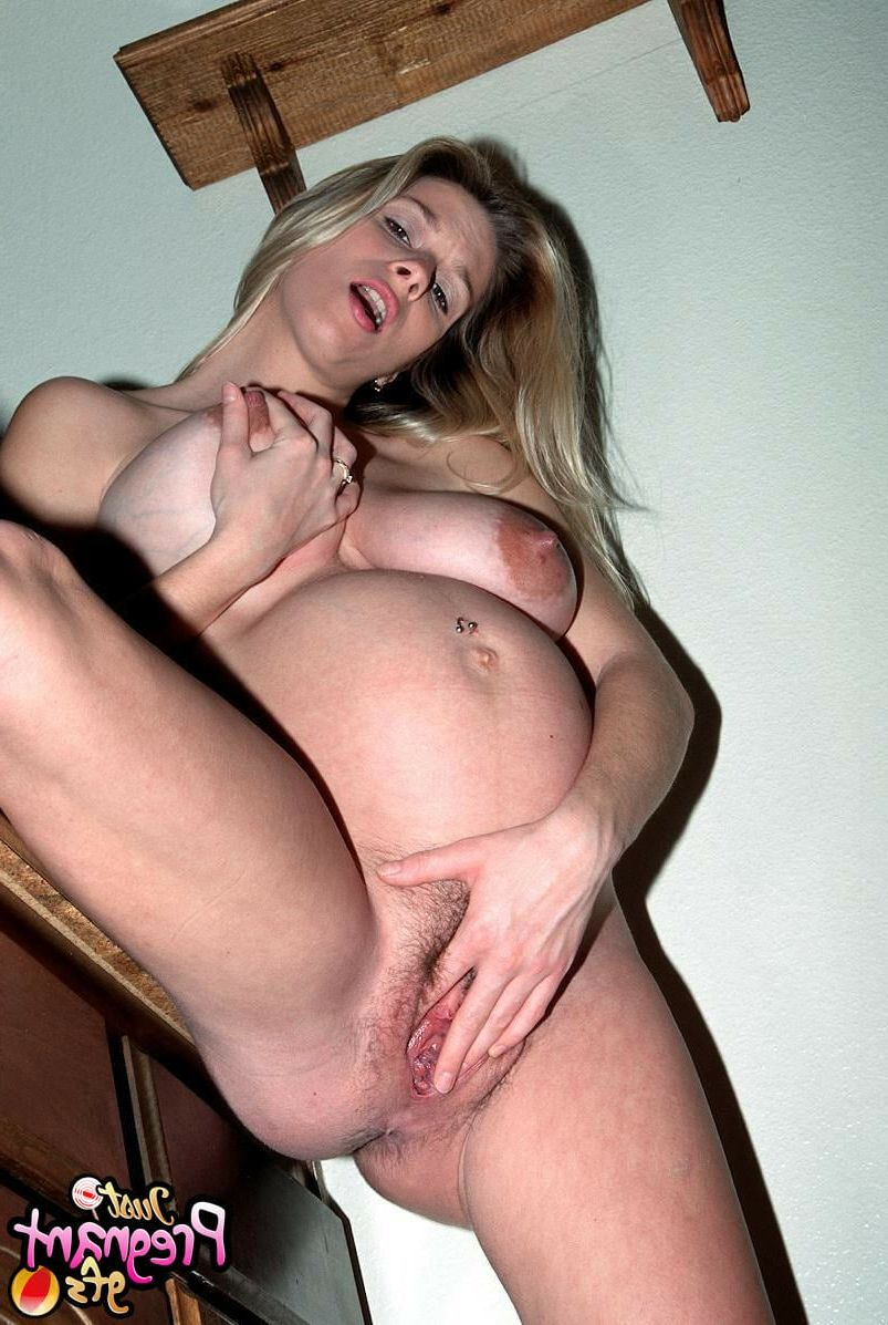 nude blonde Cute pregnant