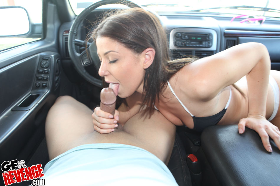 Blowjob on the parking on the beach with a real amateur milf xxx