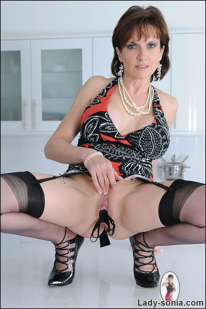 stuffs panties in her pussy british mommy stuffs her panties in her pussy
