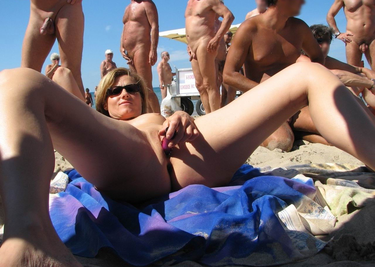 Public flashing on beach