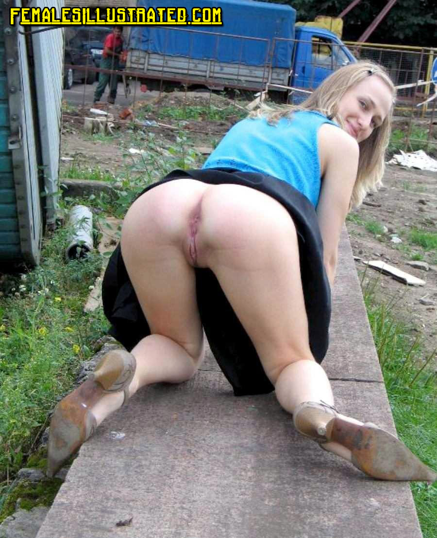 Public Upskirt Teen No Panties