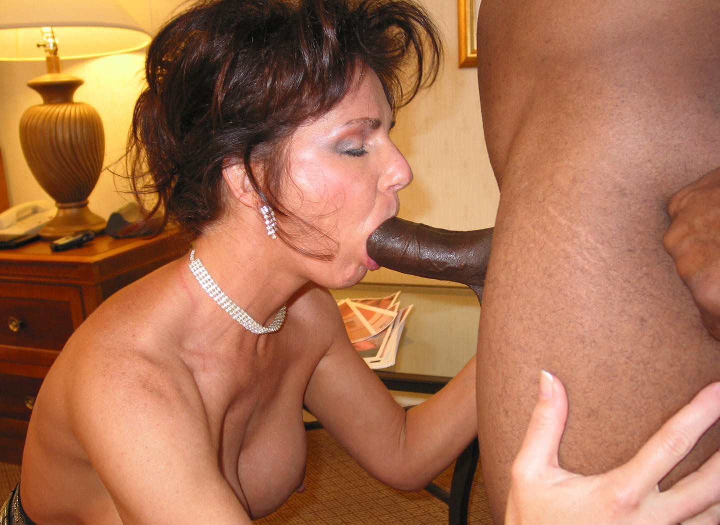 Mature women sucking big cocks