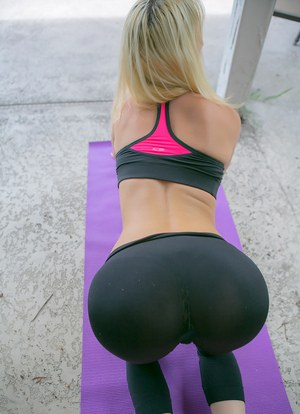 yoga ass porn yoga ass in yoga pants big ass in yoga pants porn